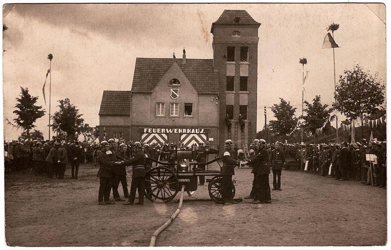 Feuerwehrfest am Feuerwehrhaus zum 25jährigen Bestehen.
